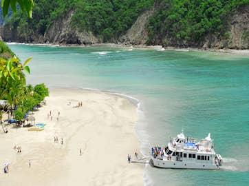 Tour from pacific to Caribbean side in Costa Rica